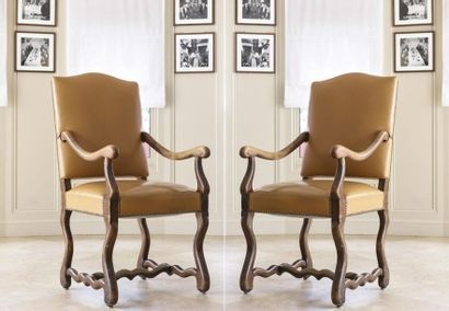 Paire de fauteuils à dos plat en moleskine...