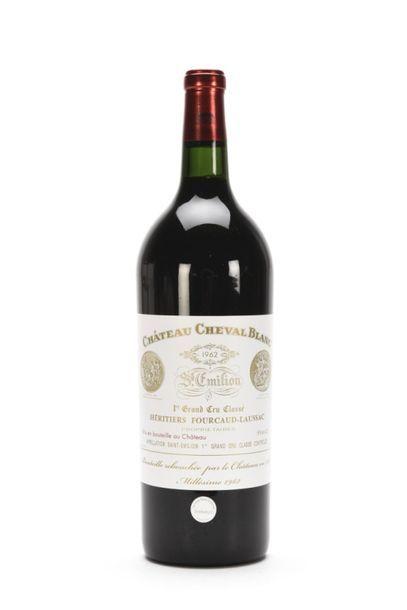 1 Mag CHÂTEAU CHEVAL BLANC (état parfait; bouteille rebouchée par le Château en...