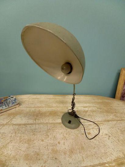 Lampe de bureau en tole verte Travail années 60 H : 45 cm