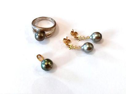 Parure de perle noires de Thaiti comprenant...