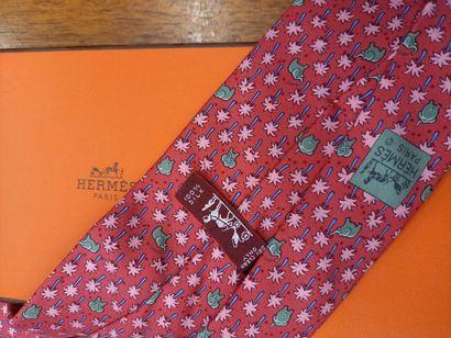 HERMES cravate à décor d'éléphants Dans sa boite TBE