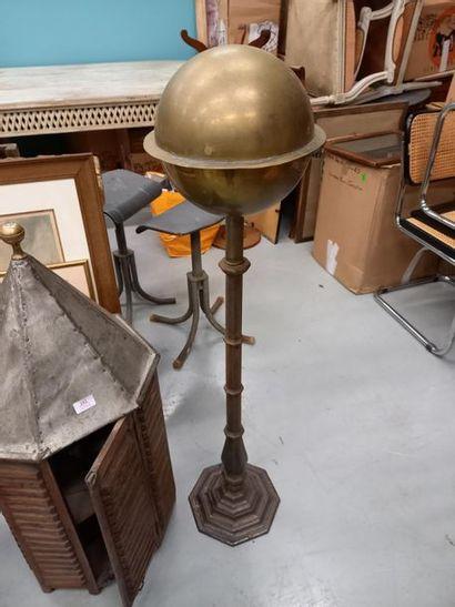 Cendrier en laiton pietement en fonte H : 121 cm
