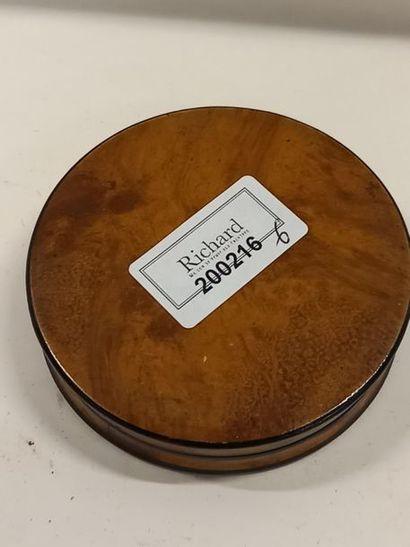Boite circulaire en bois la famille royale D : 9 cm