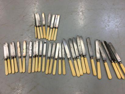 CHRISTOFLE,   Lot de couteaux 11 grands couteaux...