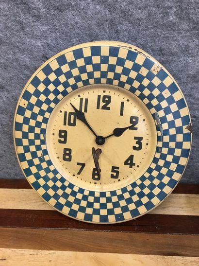 Horloge mural en tole émaillée  Diamètre...