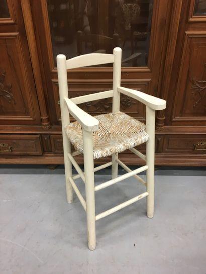 Chaise haute en bois peint
