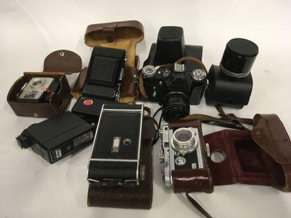 Lot d'appareils photos dont Zeiss Ikon, ...