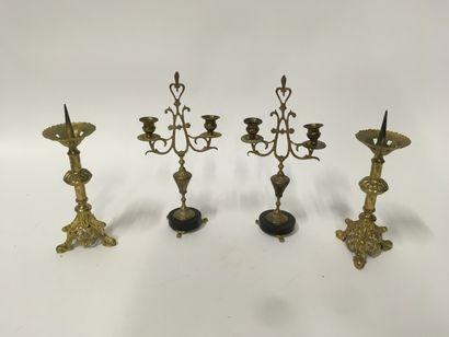 2 paires de bougeoirs d'autel  H : 37 cm...