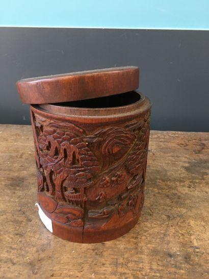 Chine, Pot en bambou sculpté sculpté d'une...
