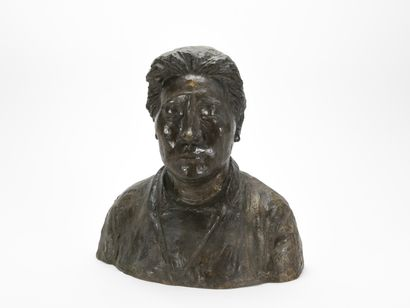 Bronze figurant un personnage asiatique à...