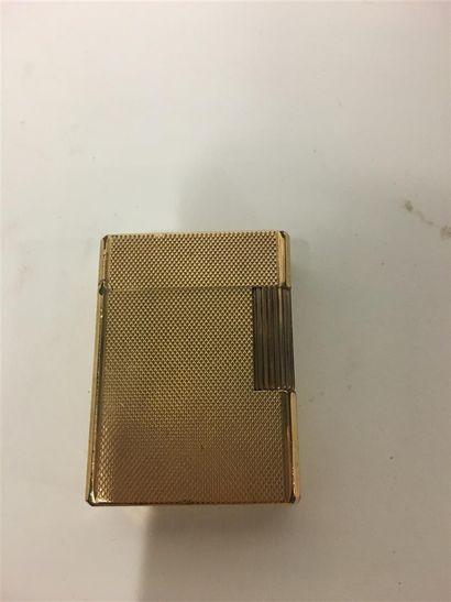 L T DUPONT briquet en métal doré