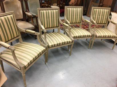Quatre fauteuils de style Louis XVI