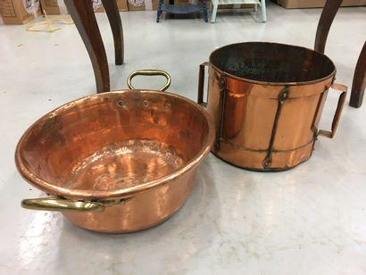 Lot de cuivres comprenant une bassine et...
