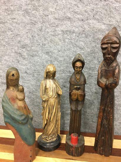 Lot de 4 statues en bois et plâtre patiné  H moine : 51 cm