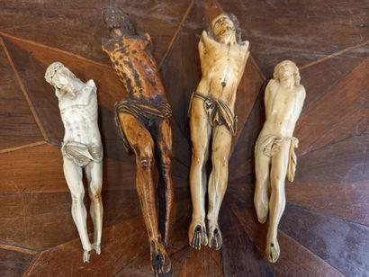 4 Christs dont deux en ivoire , 19ème  H...