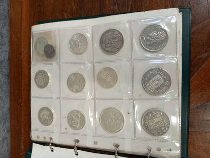Carnet vert, pièces en argent