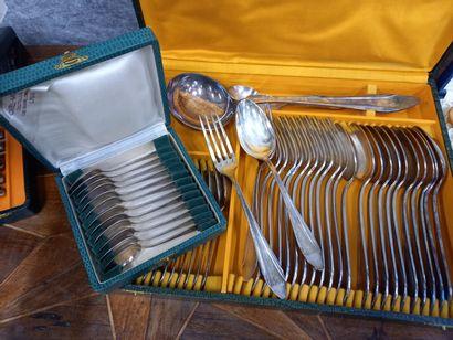 Ménagère en métal argenté 1930 dans un coffret...