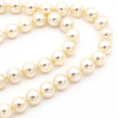 Collier deux rangs de perles de culture....