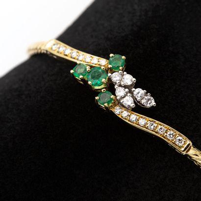 Bracelet en or jaune (750) 18K à motif croisé...