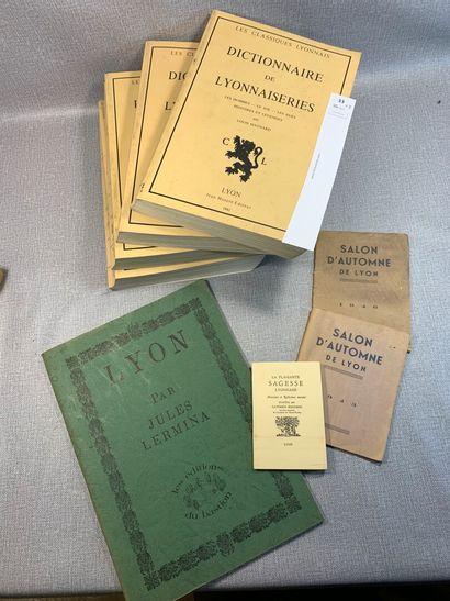 [Lyon]. Un ensemble de 8 volumes ou plaquettes...