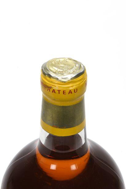 1 JERO CHÂTEAU D'YQUEM (e.t; plissures sommet capsule) C1 supérieur Sauternes 1...