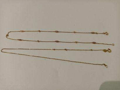 Deux chaînes en or  Poids total : 4.5 gr...