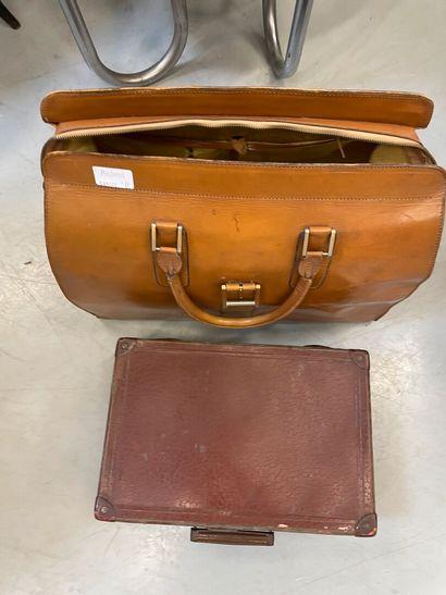 Deux valises dont une en cuir
