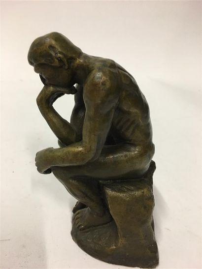 D'après Rodin, le penseur sujet en bronze...