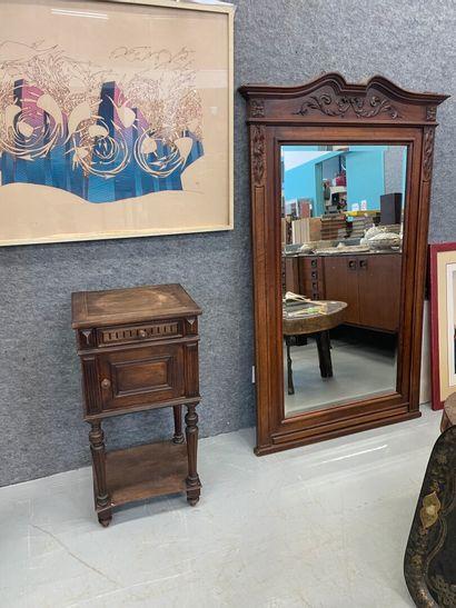 Un miroir joit un chevet  Dim miroir: 160...
