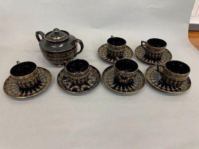 Service à café en porcelaine anglaise, signé...