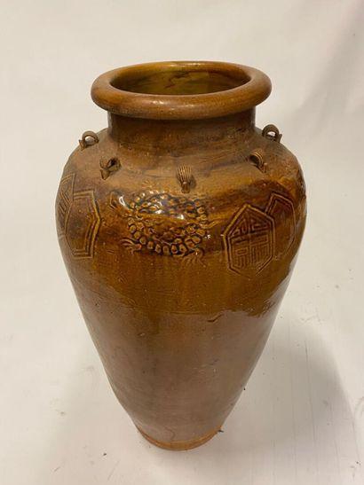 Importante jarre à eau en terre cuite vernissé...