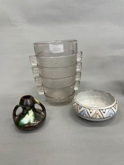 Vase en verre givré  H : 21 cm    VALLUARIS...