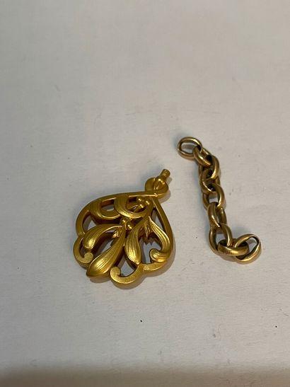 Partie de chaine en or jaune et clé de montre. Pds : 4, 70 grs