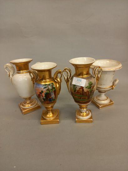 Quatre vases en porcelaine  H plus grand...