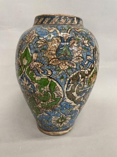 Vase en faïence iranienne  H : 31 cm