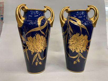 JAGET et PINON Paire de vases à anses en...