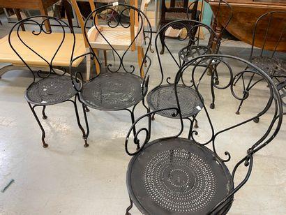 chaises et deux fauteuils de jardin en m...