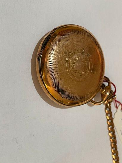 Montre en métal doré avec sa chaîne
