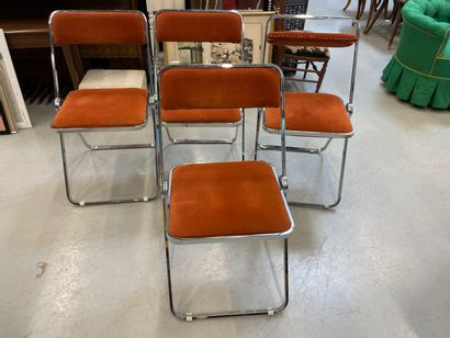 Quatre chaises pliante en métal chromé