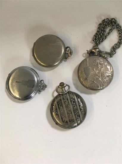 4 montres en métal