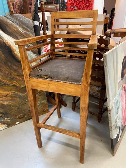 Fauteuil haut  Assise abimée  H : 87 cm  H...
