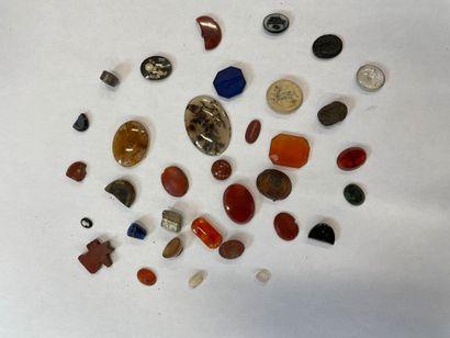 Lot d'intailles et pierres