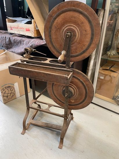 Rouet en bois et métal  H : 102 cm