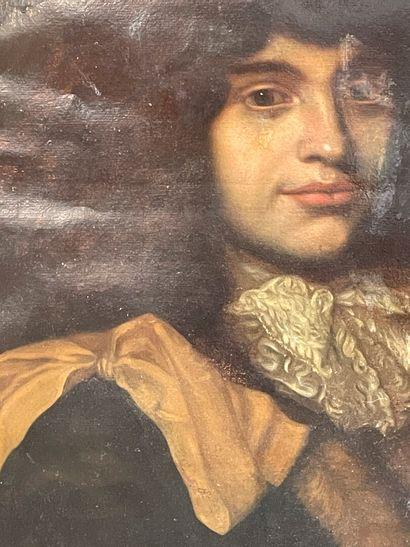 Ecole française 18ème  Portrait d'homme  huile sur toile marouflé  Accident  53...