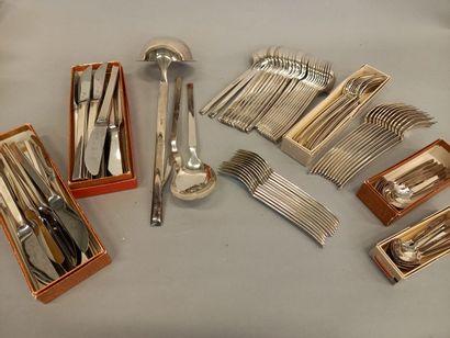 WMF ménagère comprenant des couteaux, fourchettes,...