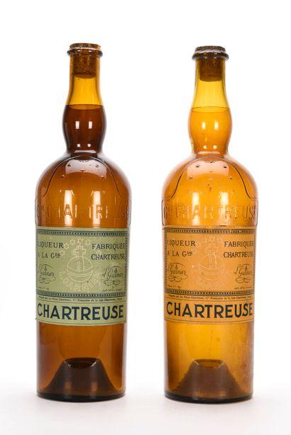 LOT DE 2 BOUTEILLES DE CHARTREUSE FACTICE...