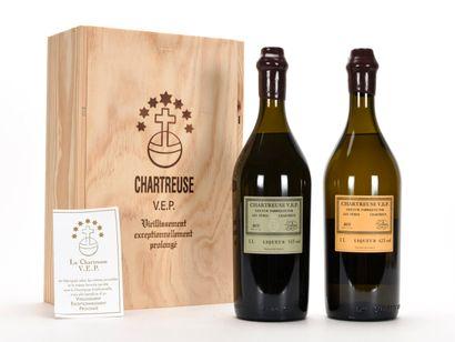 COFFRET DE 2 BOUTEILLES DE CHARTREUSES COMPRENANT...