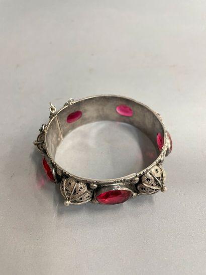Bracelet en argent et verre taillé, pds :...