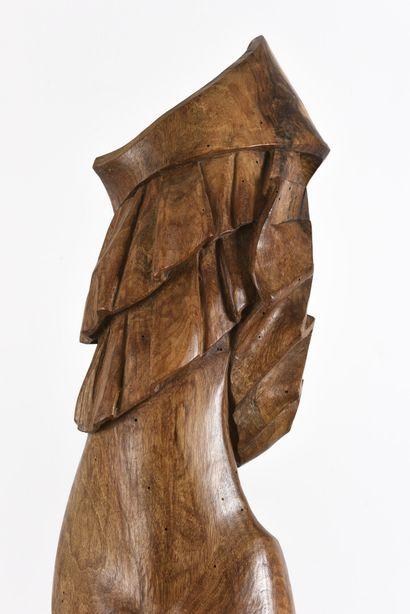 Vincent GONZALEZ (1928-2019)  Flamenco,  Sujet en chêne sculpté,  Monogrammé,  100...