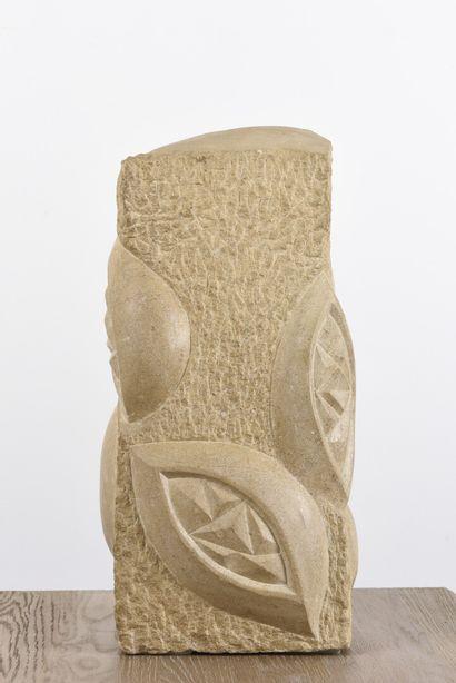 Vincent GONZALEZ (1928-2019)  Mandorle,  Pierre calcaire sculptée,  51 x 21 x 12...
